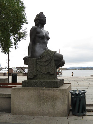 Rådhusplassen: Sculpture by Emil Lie