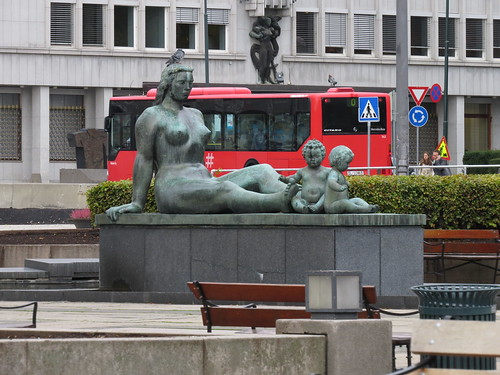 Rådhusplassen: Sculpture by Per Hurum