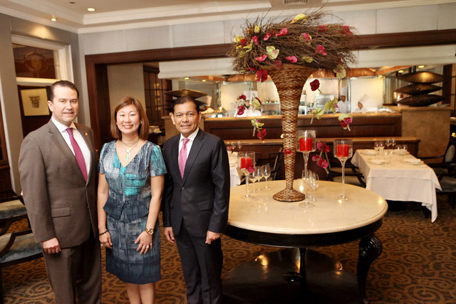 IMG_0091_CITI_INTERCON: InterCon Hotel Manager Christopher Wichlan, Citi Philippines consumer business manager Bea Teh-Tan; Citibank CEO and managing director Batara Sianturi