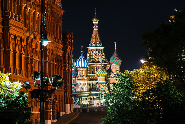 Saint Basil's Cathedral view from Manezhnaya Square, Moscow モスクワ、マネージ広場から見た聖ワシリー寺院