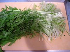 水菜は4~5cm幅のざく切りにします
