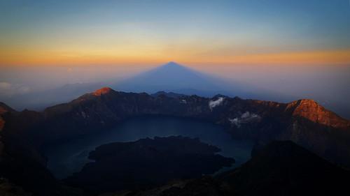nature zeiss sunrise indonesia t landscape hiking sony e alpha gunung sel za lombok f4 1670 6000 oss rinjani variotessar emount variotessarte41670
