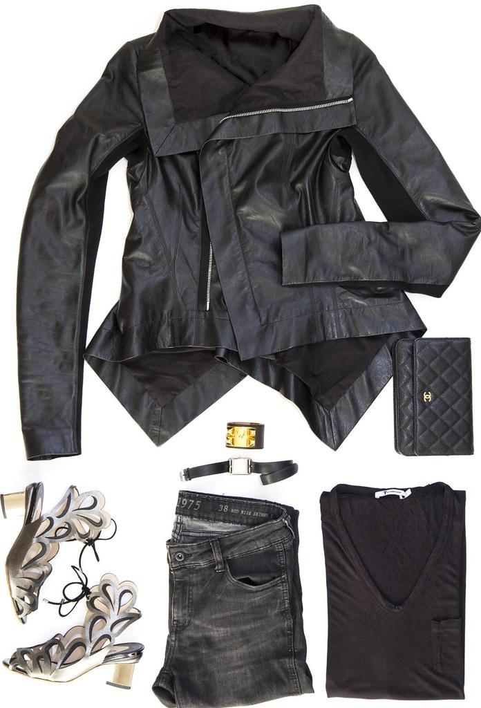 black tee black pants 3
