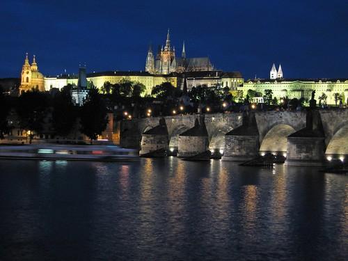 Празький град і Карлів міст вночі