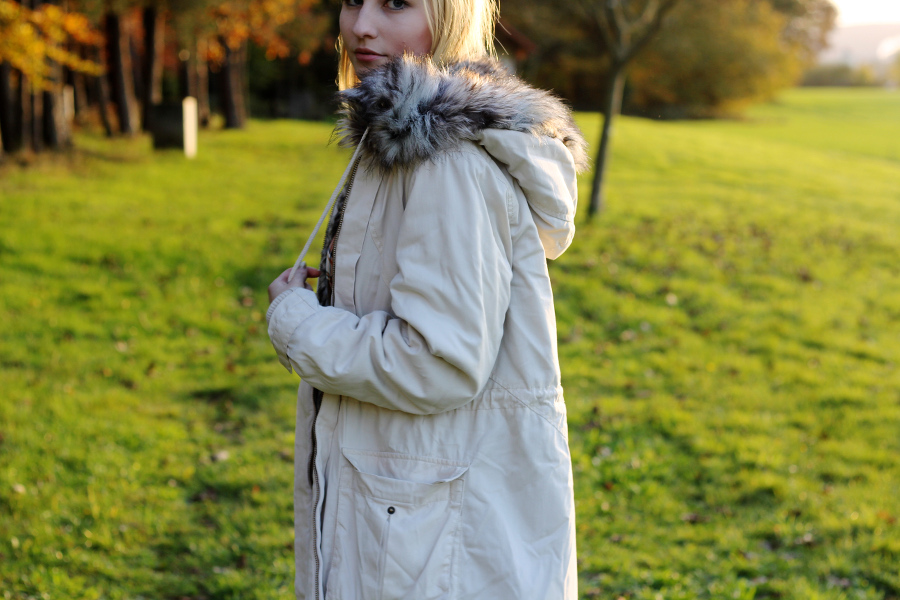 outfit-frenchconnection-parka-beige-fur-kapuze
