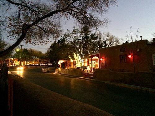 365/2: 313. Canyon Road, night.