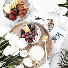 Happy weekend :blush:☕:strawberry: #coffee #coffee #weekend #spring #coffeegram #coffeelove #coffee_time #coffeetime #coffeeaddict #coffeelover #coffeeshop #latte #latteart #kahve #kahvekeyfi #instacoffee #coffeebreak #barista  Photo by @minimaliving @Reg