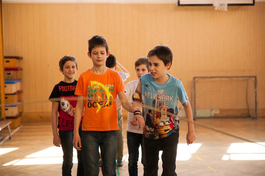 Bátorságot és ritmusérzéket fejlesztő gyakorlat a Békés Harcos foglalkozáson | Fotó: Magócsi Márton