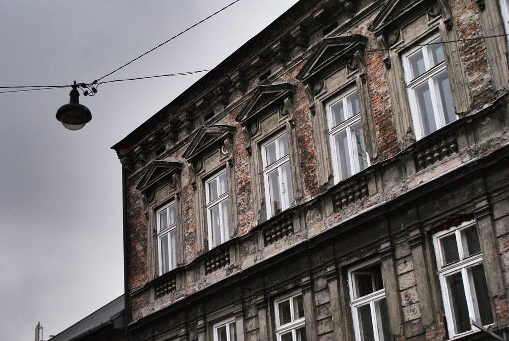 Façade fatiguée du quartier de Kazimierz à Cracovie.