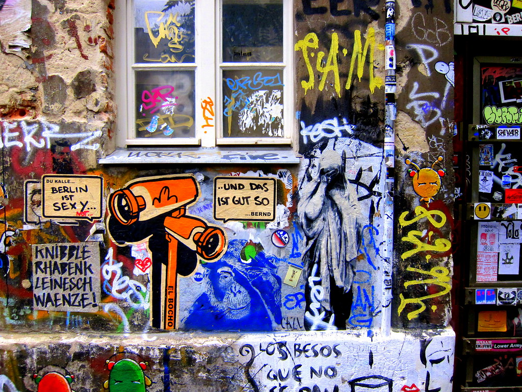streetart   el bocho . cazl . ...   berlin . haus schwarzenberg