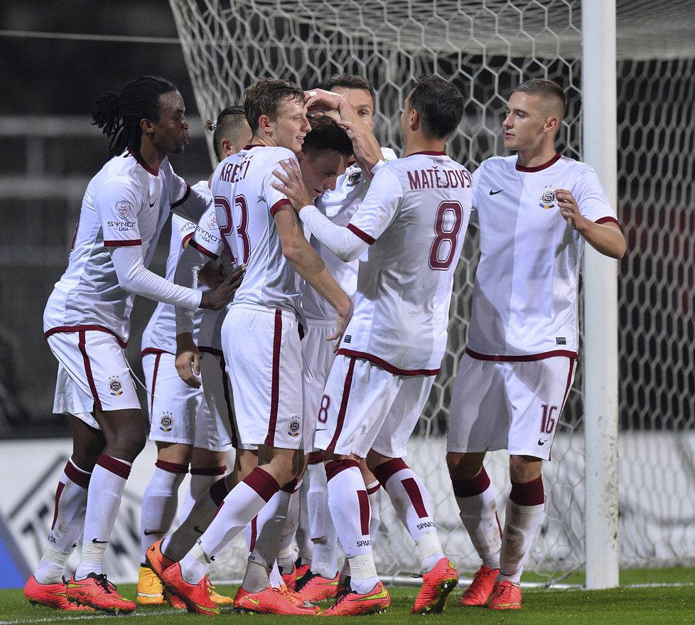 141018_CZE_Zbrojovka_Brno_v_Sparta_Praha_1_3_David_Lafata_celebrates_with_team-mates