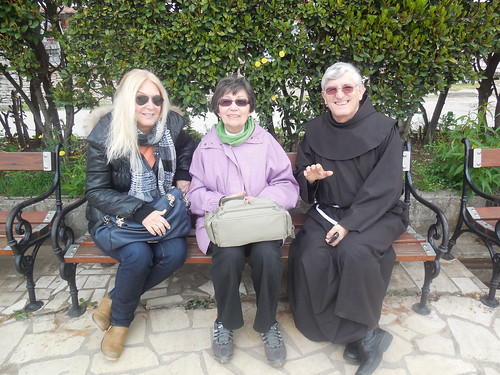 Vassula with fr. Petar and Marija