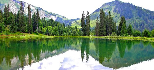 trees panorama lake france mountains alps green fall nature water colors forest montagne alpes french landscape lago photo eau shot image pentax couleurs lac vert panoramic arbres paysage foret reflets hautesavoie réflection potography