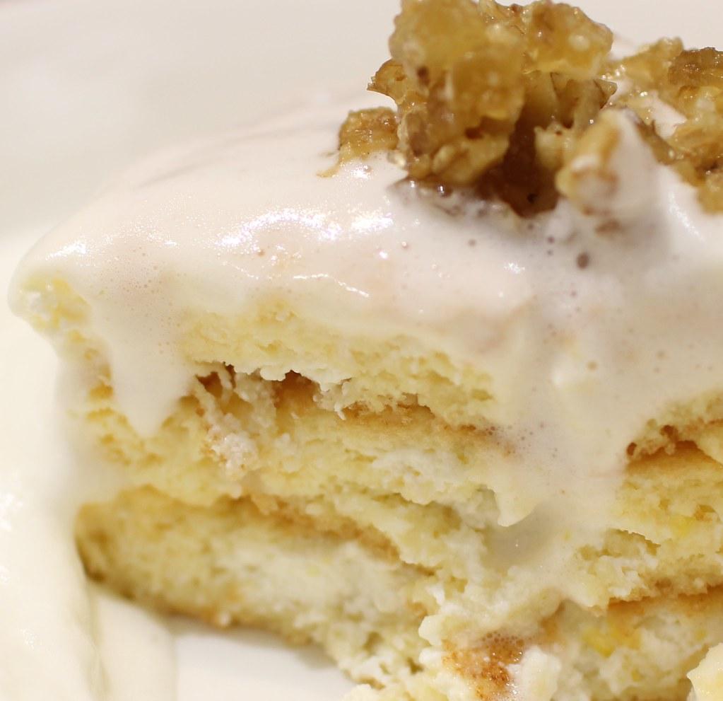 銀座のジンジャー_濃厚ミルクソースのジンジャーパンケーキ断面