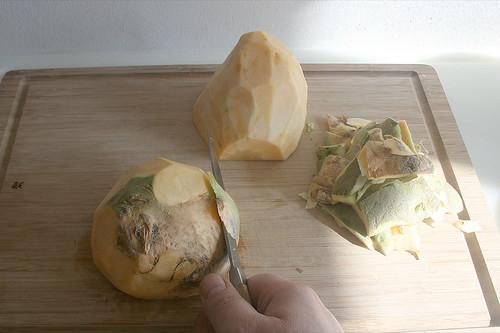 11 - Steckrübe schälen / Peel turnip