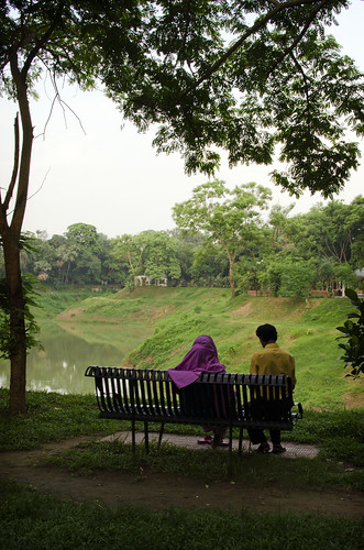 park city travel sunset people urban lake travelling asian pond couple asia cityscape dhaka bangladesh citycentre lateafternoon southasia southasian bangladeshi travelphotography gulshan bangladeshis walkingpark dhakadivision gulshan2
