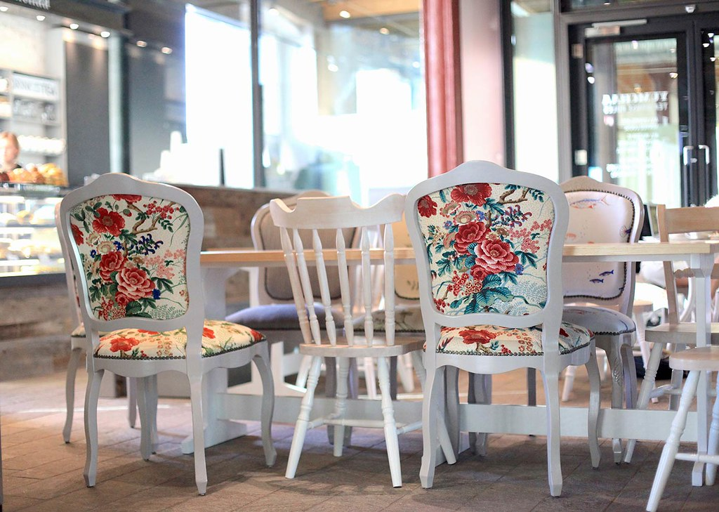 floral-chairs-at-yumchaa-cafe.-Lovely-furniture-with-floral-prints