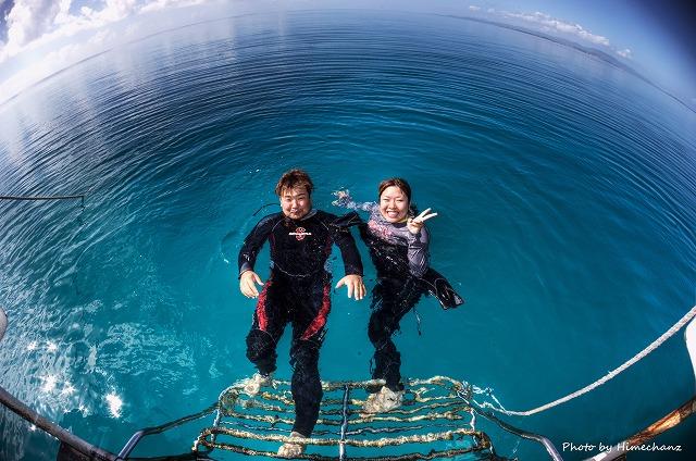 青い空、青い海、青いサンゴ礁でのツーショット♪