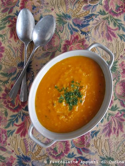 Zuppa di lenticchie e zucca alla paprika e curry