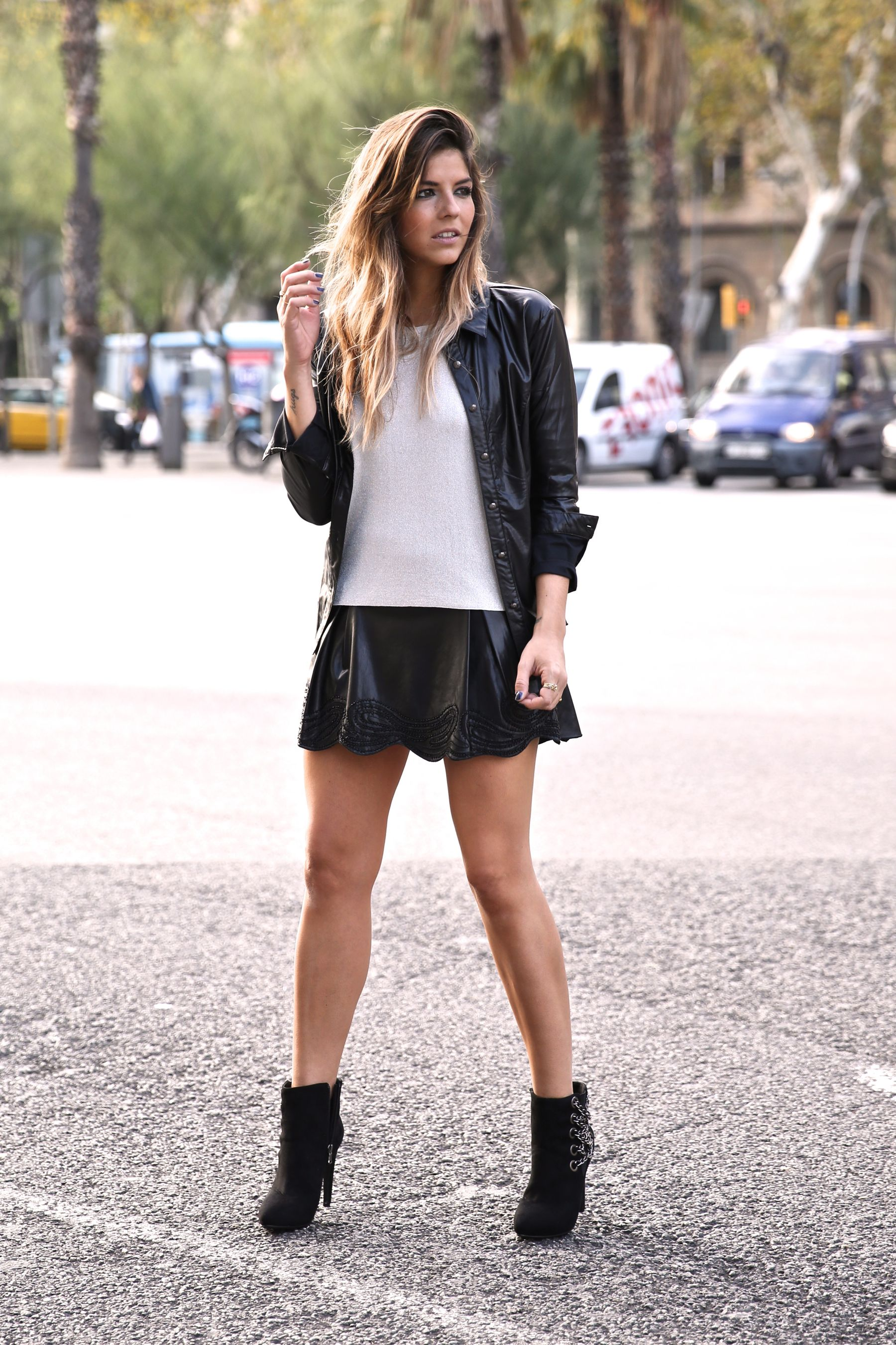 Chic rocky look, leather and chains boots