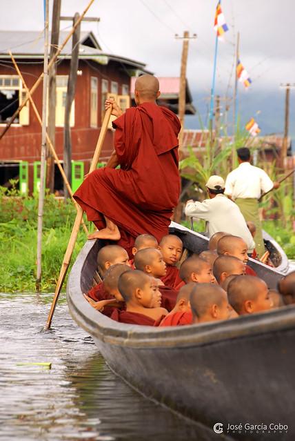 11-10-02 Myanmar, Lago Inle (678) R01