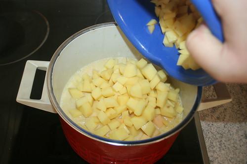 24 - Kartoffeln in Topf geben / Put potatoes in pot