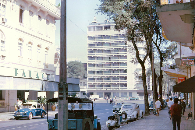 SAIGON 1965 - Continental and Caravelle Hotel. Photo by John Hansen
