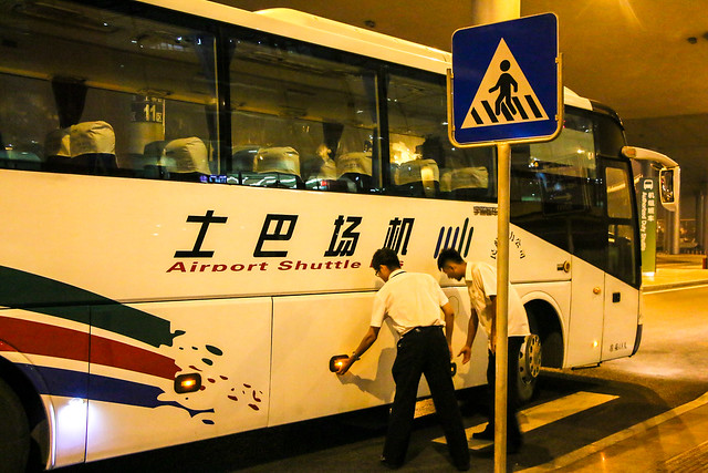 Shuttle bus from Beijing airport to the hotel 北京、空港からホテルへの送迎バス