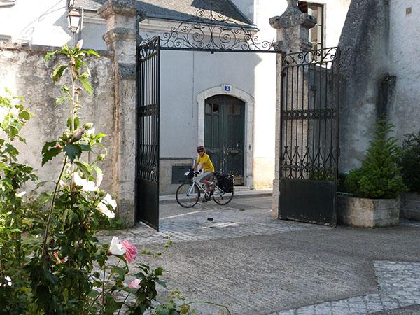 portail et vélo