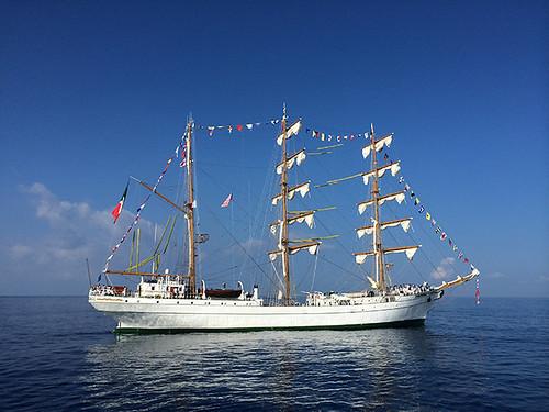 Cuauhtémoc approaching harbor
