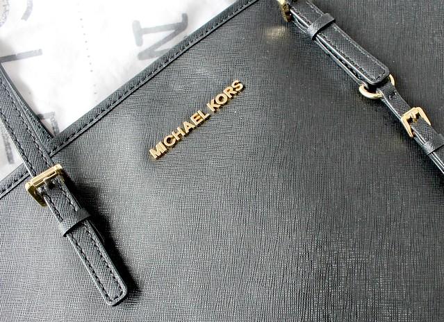 Black Michael Kors Top-Zip Tote, Daniel Footwear, Daniel Footwear Michael Kors Handbag, Michael Kors Hangbag, MK, Michael Kors Jetset Top-Zip Tote, What's In My Bag