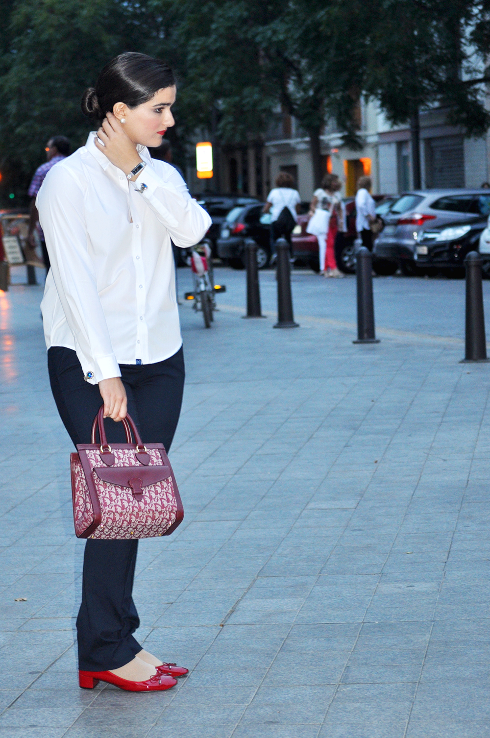 something fashion blogger spain valencia, #17VFW fashion week runway autumn winter outfits 2014 masculine look inspired cufflinks colette peletería white shirt women dior monogram vintage tote bag red