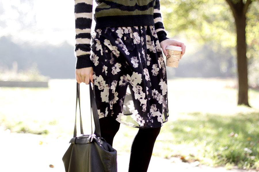Numph pullover floral skirt oufit autumn fal look lookbook ootd style blogger ricarda schernus cats & dogs 3