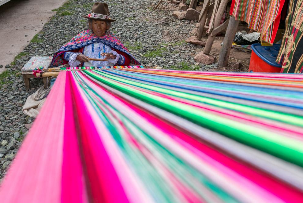 Los pobladores de Cusco subsisten con diversas actividades, especialmente las coloridas manualidades que se ofrecen a los turistas. (Tetsu Espósito)