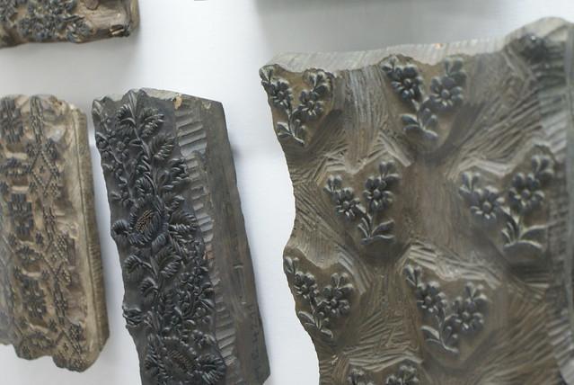 """Exemple de motifs sur un """"tampon"""" en bois."""