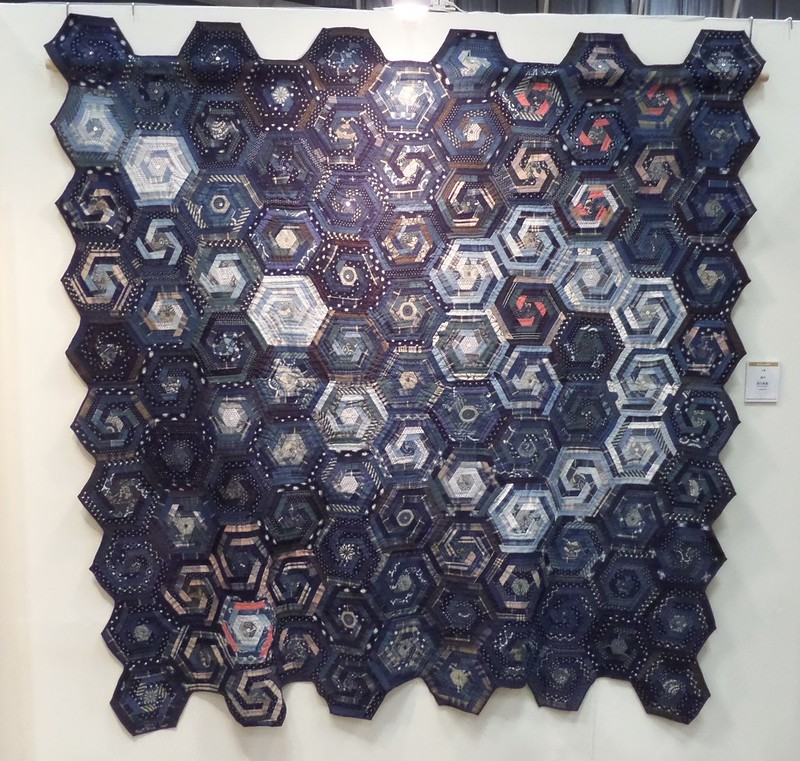 Hexagon Quilt by Rika Sakaguchi