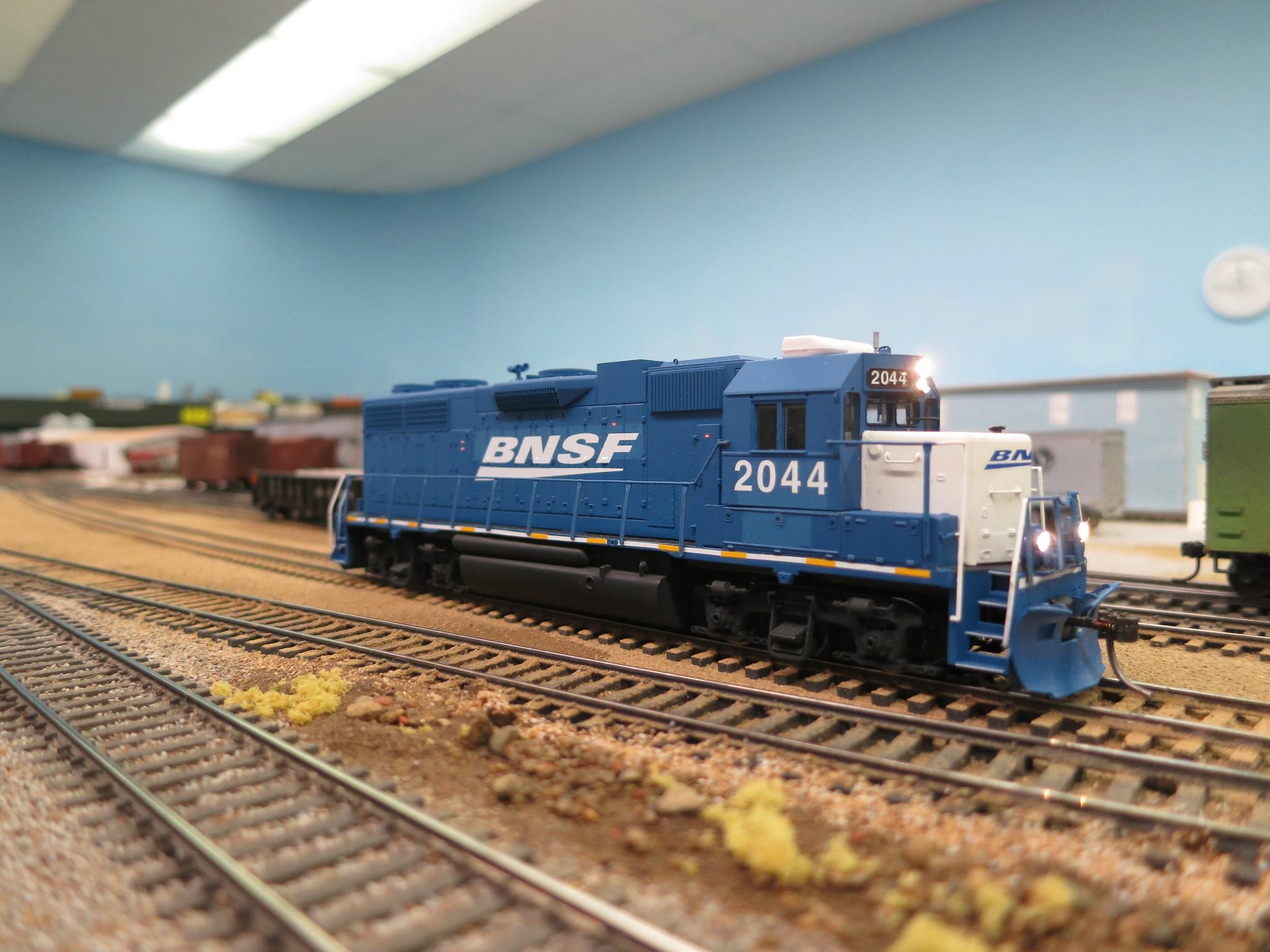 Blue & White BNSF GP38-2 #2040-2051 | The Atlas Rescue Forum