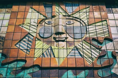 arty entrance #art #mural #wallart #justpassing #koekelberg #brussels #brussel #nikond750 #nikon50mm18 @nikonbelgium