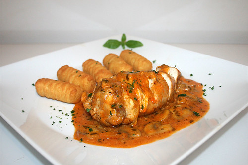49 - Poulet au Vinaigre in tarragon sauce / in Estragonsauce - Side view / Seitenansicht