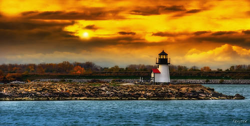 sunset ohio lighthouse clouds oregon evening lakeerie dusk toledo lakeshore serene goldensunset