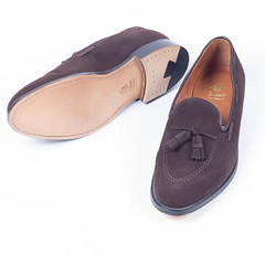 outdoor shoe(0.0), textile(0.0), athletic shoe(0.0), brown(1.0), footwear(1.0), shoe(1.0), leather(1.0), tan(1.0), slip-on shoe(1.0), suede(1.0),