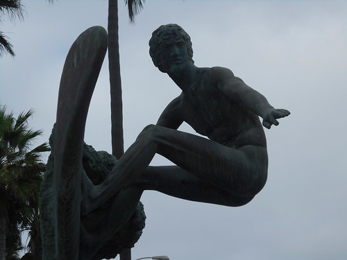 naked surfer statue (3)