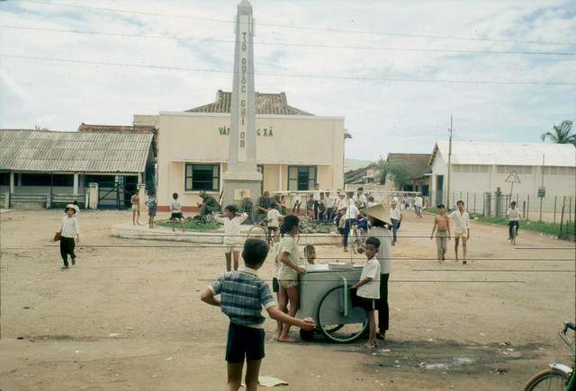 LONG AN 1968 - Cần Đước - a village somewhere - Photo by Laurie John Bowser