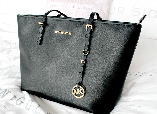 Black Michael Kors Top-Zip Tote, Daniel Footwear, Daniel Footwear Michael Kors Handbag, Michael Kors Hangbag, MK, Michael Kors Jetset Top-Zip Tote, What's In My Bag