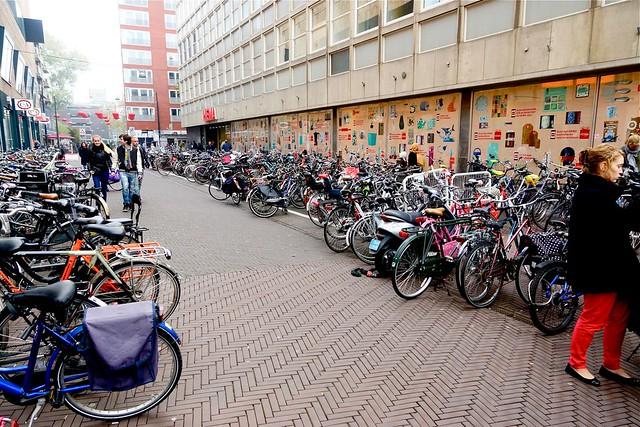 Voldersgracht omgedoopt tot rijwielstalling. Foto door Roel Wijnants.