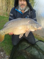 Paul Wright with a nice mirror carp caught on the method feeder using a Robin Red, boilie