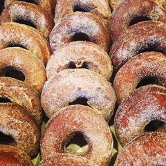We've got cider donuts! And cider! And hot cider! And bagels! Thanks @jakenotjohn!
