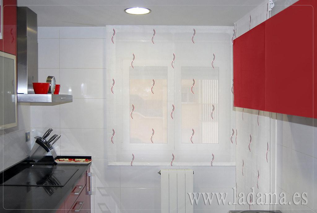 Fotograf as de cortinas de cocina la dama decoraci n for Estores de cocina modernos