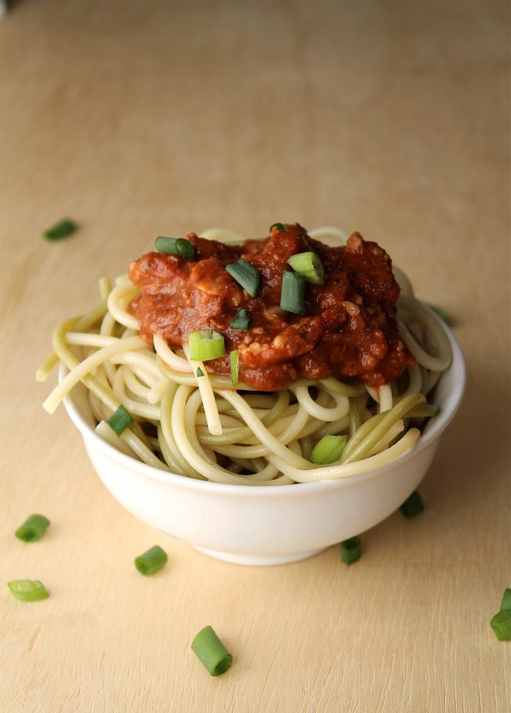 Vegetarian Walnut 'Bolognese' Spaghetti Sauce – Vegan & Gluten Free | http://www.katesshortandsweets.com