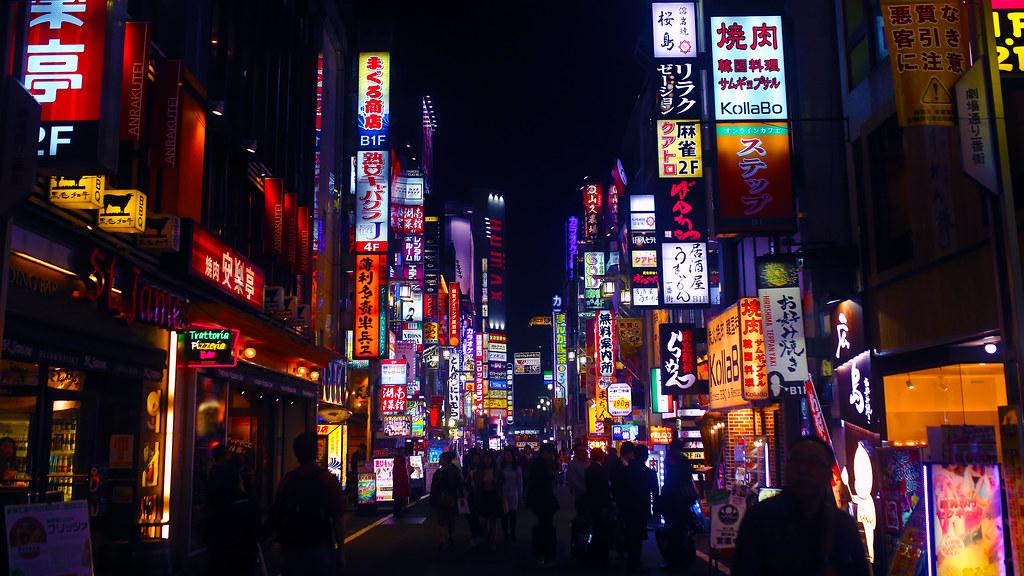 新宿 歌舞伎町 Shinjuku Tokyo, Japan / Sigma 35mm / Canon 6D 花花綠綠的招牌,走過新宿歌舞伎町一路上都是這樣繽紛的色彩!  Canon 6D Sigma 35mm F1.4 DG HSM Art IMG_9430_16x9 Photo by Toomore